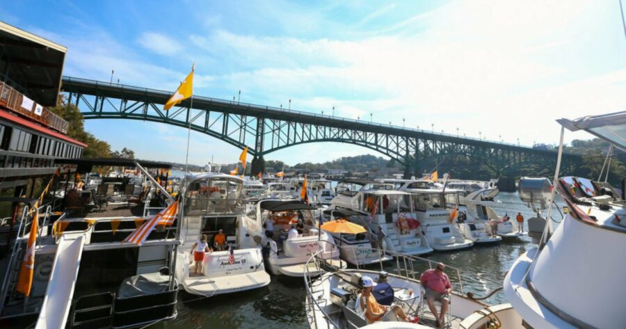 5 Tips for Boatgating: How to Tailgate on Your Boat